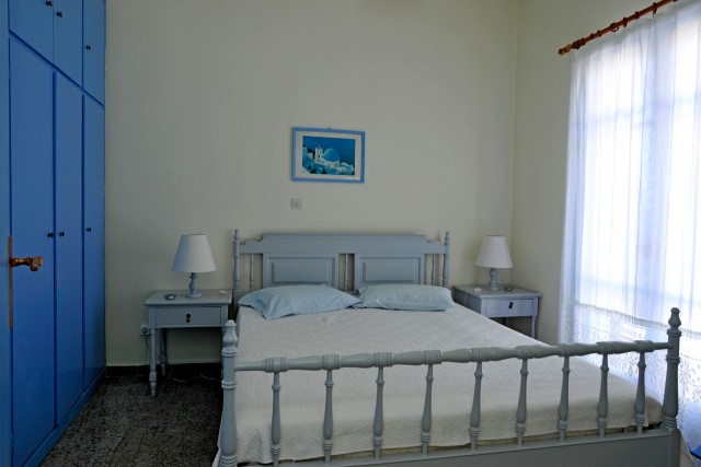Thalassa, bedroom with double bed